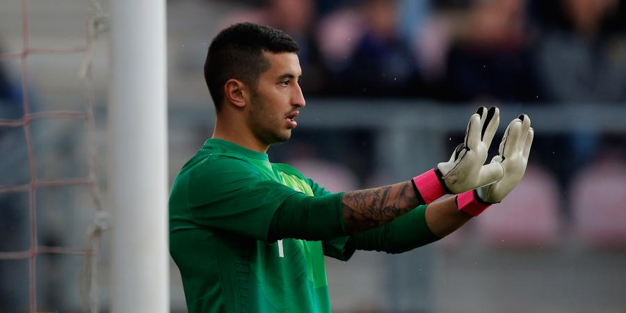 Mariners sign keeper Izzo from Adelaide