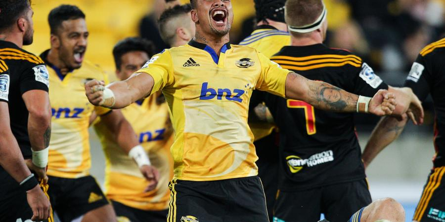 Hurricanes win controversial match over Chiefs