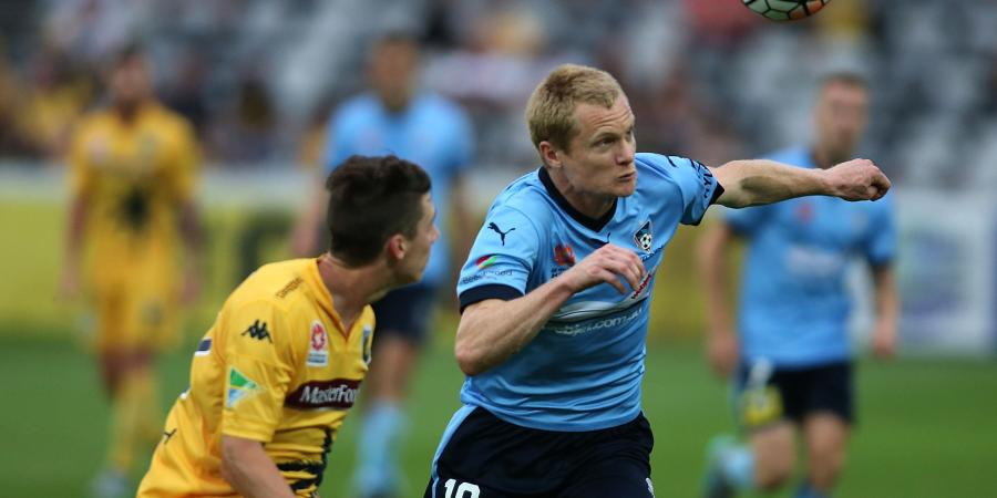 Simon scores two, Sydney FC down Mariners