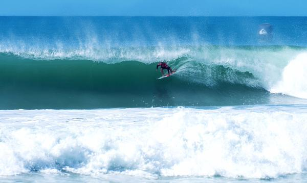 Big names fight to survive at Quik/Roxy Pro 2015