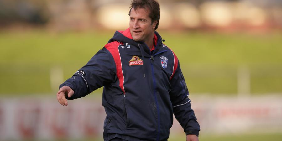 Dogs sign coach to new deal