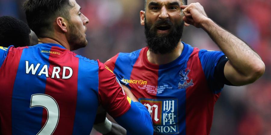 Socceroo Jedinak loses Palace armband