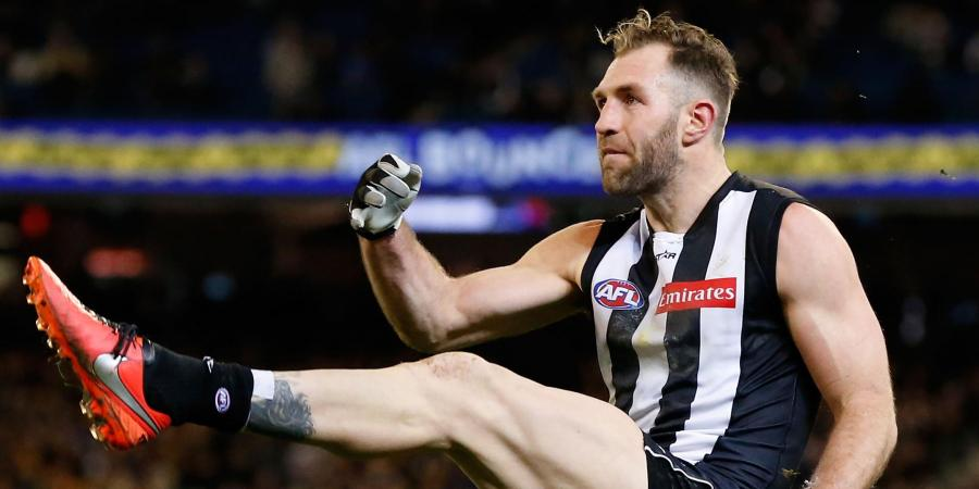 Moore hurt, Cloke set for AFL recall