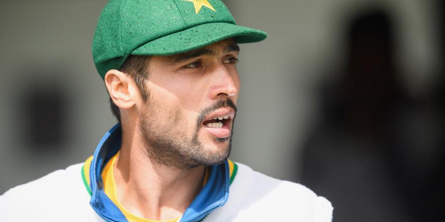 Destructive Amir sends Aussies a warning