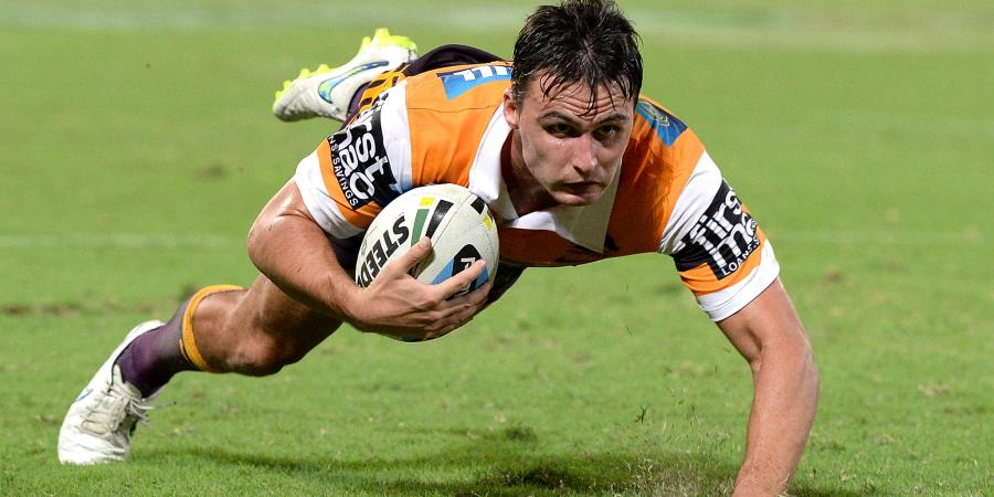 Maranta ignores critics over code switch