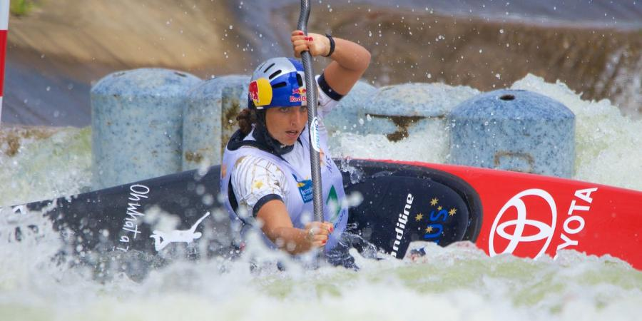 Canoe slalom star Fox bounces back in C1