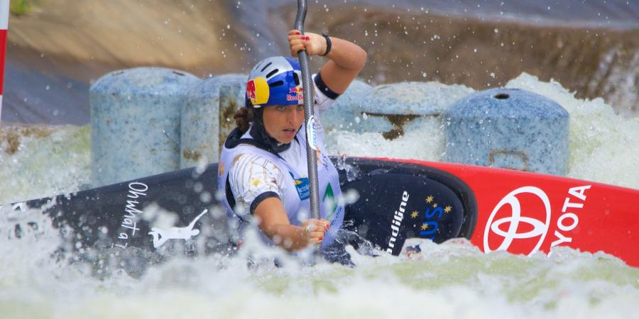 Fox wins C1 at Oceania Championships