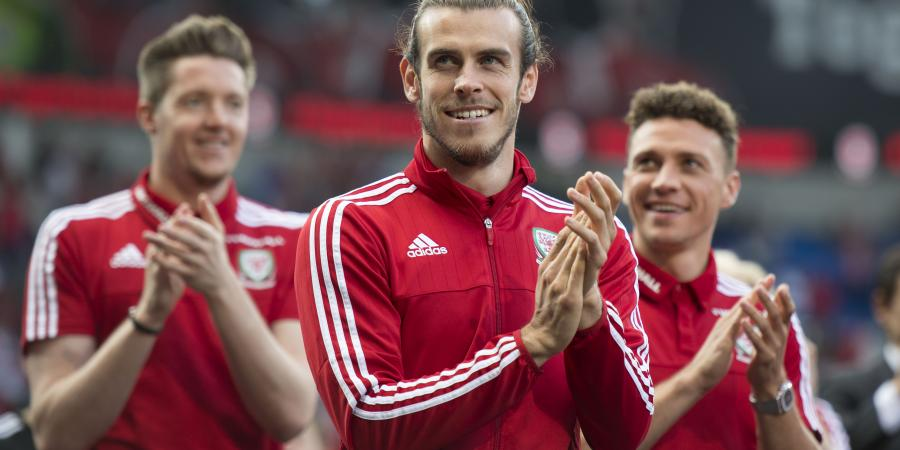 Wales soccer team receives heroes' welcome