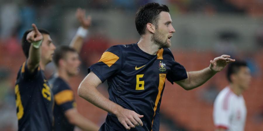 Wanderers sign former Socceroo Cornthwaite