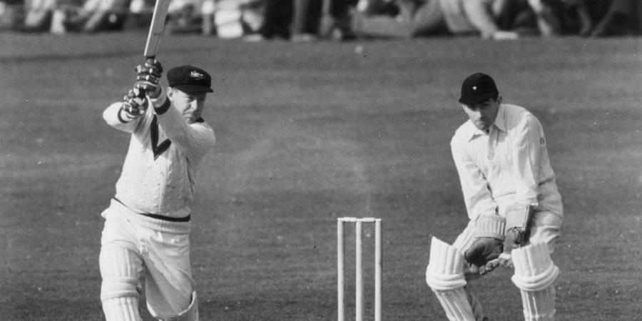 Arthur Morris into cricket hall of fame