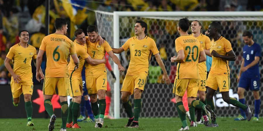 Socceroos down Greece with late strike