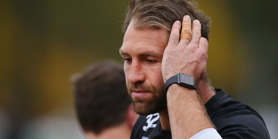 Channel 9 Assistant sends wrong message to Travis Cloke