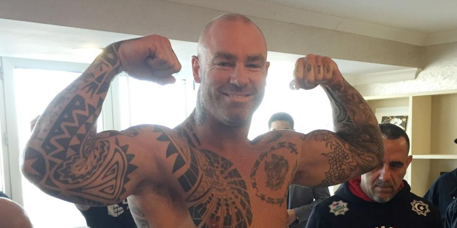 Browne wins heavyweight boxing world title