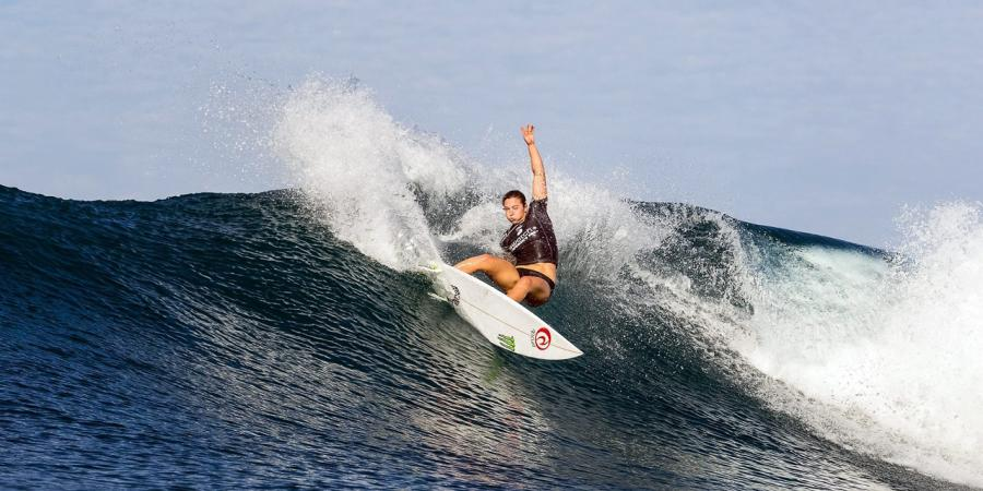 Gilmore makes a statement at surf opener