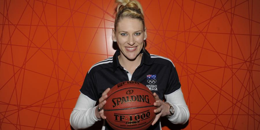 Lauren Jackson retires from basketball