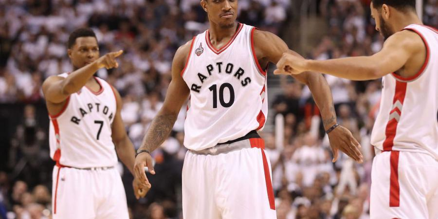 DeRozan steps up in 2nd half to help Raptors win crucial Game 5