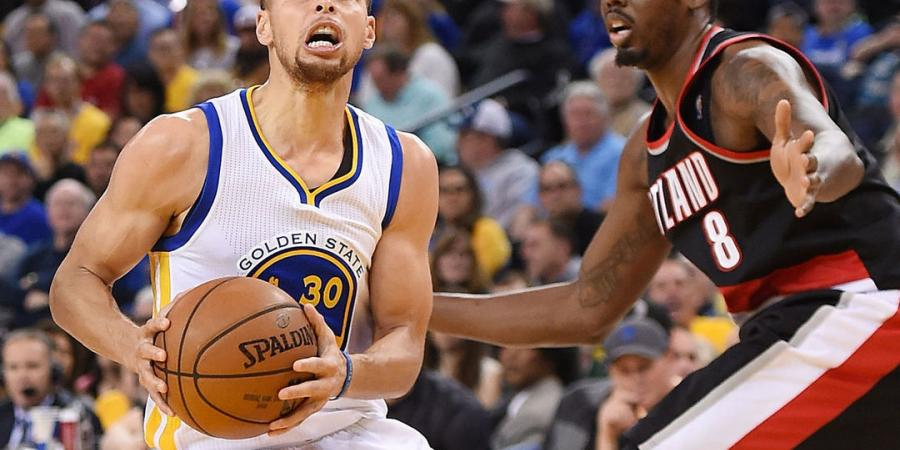 Watch: Curry toys with Aminu before burying step-back 3