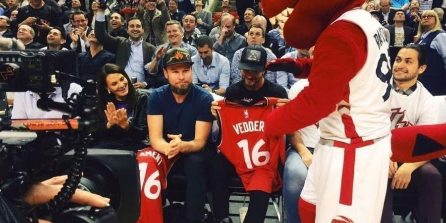 Raptors appease Pearl Jam with courtside seats