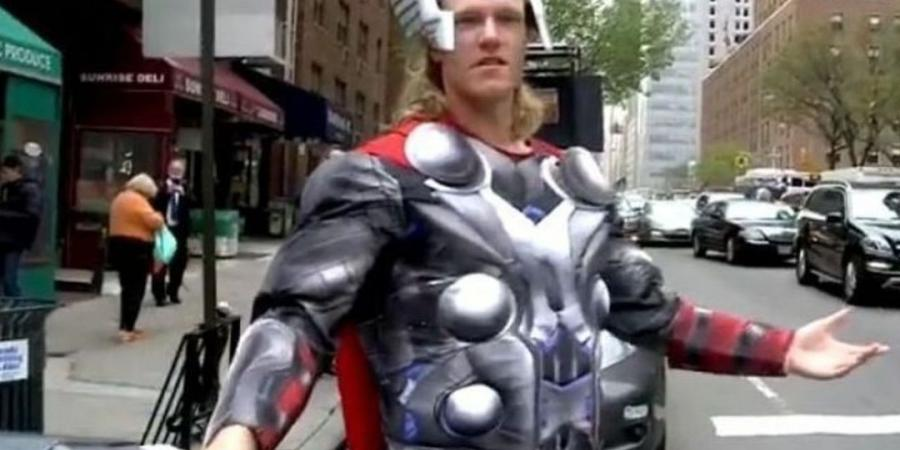 Syndergaard clowns around in NYC as Thor