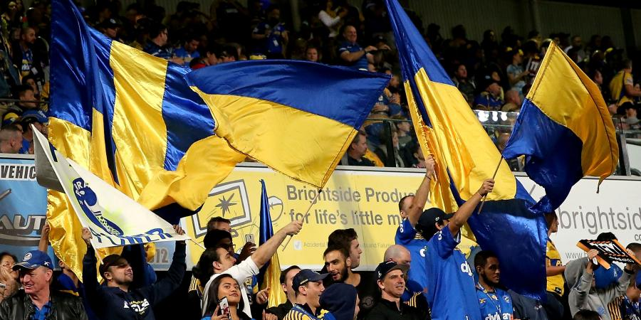 Eels fans pay tribute to Peats