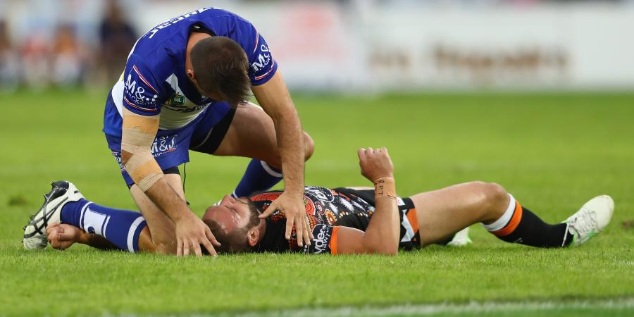 Farah hospitalised in Tigers' loss