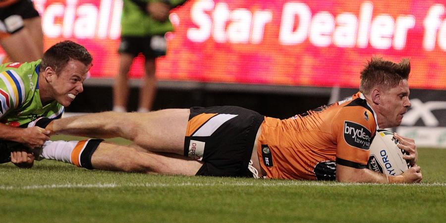 Lawrence extends deal at Wests Tigers
