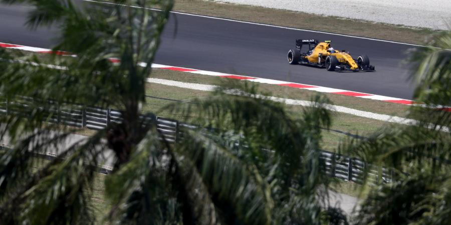 F1: First point for Palmer!