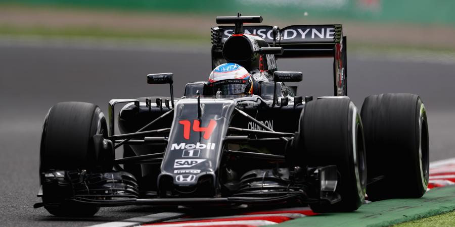 F1: Alonso in a spin at Suzuka