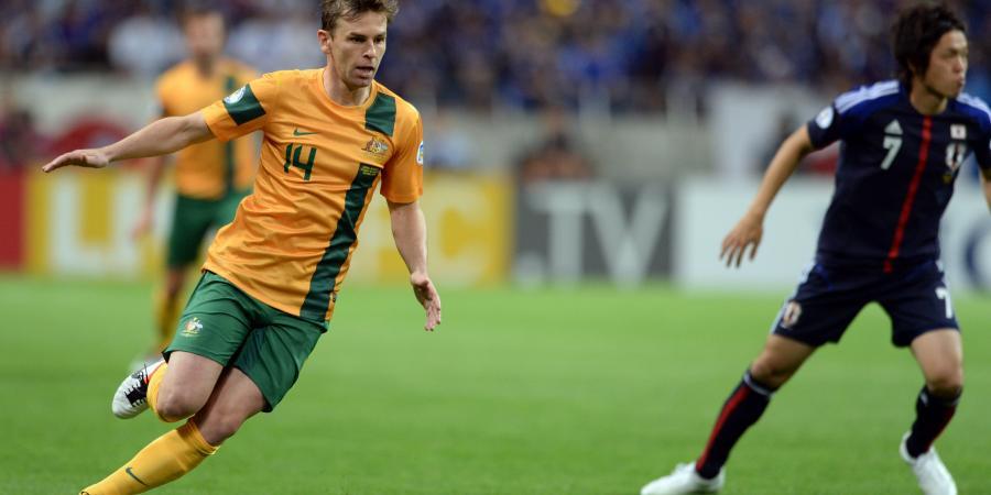 Roar bring former Socceroo Holman home