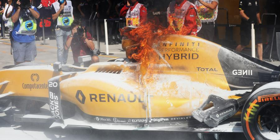 F1: Fiery start for Magnussen!