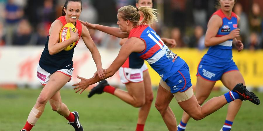 Daisy's Dee-Light: Marquee Mid Leads Melbourne Past Struggling Bulldog Ladies